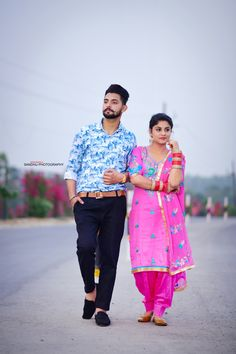 Punjabi couples - ਪੋਸਟ ਕਰਨ ਵਾਲੇ : @ posted on : sharechat sandhu photography Indian Wedding Poses, Indian Wedding Couple Photography, Pre Wedding Poses, Wedding Couple Photos, Couple Photography Poses, Pre Wedding Photoshoot, Wedding Couples, Couple Photoshoot Poses, Couple Posing