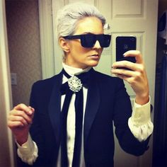 Make Karl Lagerfeld costume yourself maskerix.de Make Karl Lagerfeld costume yourself Costume idea for carnival, Halloween & carnival Costume Halloween, Mode Halloween, Diy Halloween Costumes For Women, Halloween Carnival, Halloween Make, Halloween Fashion, Halloween Outfits, Biker Halloween, Halloween Ideas