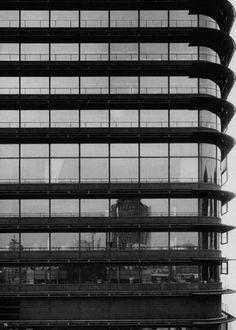 Torre del BBV por Francisco Javier Sáenz de Oíza (1971-1981). Fotografía © Baltanás y Sánchez.
