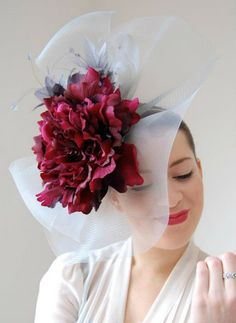 Hats Have It: Jane Hemmings Millinery Lots of Derby hat ideas - and this one seems feasible with a headband, bit of sewing and making a large enough flower that isn't too heavy! Fancy Hats, Cool Hats, Idda Van Munster, Kentucky Derby Hats, Wedding Hats, Love Hat, Look Vintage, Red Hats, Fascinators