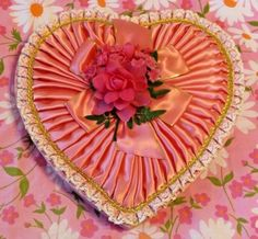 Vintage-Heart-Candy-Chocolate-Box-Pink-Lace-Satin-Rose-Valentines-Day-Pleated