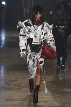 e2b8c3f21e8a33 Other Best Women's Designer Collections of London Fashion Week Fall 2017