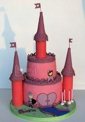 Princess castle Birthday Cake - La Forge à Gâteaux #PrincessCastleCake www.laforgeagateaux.com