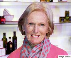 Berry's top 10 baking tips The biggest name in British baking, Mary Berry shares her top 10 tips for cake success with BBC Good Food.The biggest name in British baking, Mary Berry shares her top 10 tips for cake success with BBC Good Food. British Baking Show Recipes, British Bake Off Recipes, Great British Bake Off, Mary Berry Baking, Paul Hollywood And Mary Berry, Merry Berry, Fun Cooking, Cooking Light, Cooking Recipes