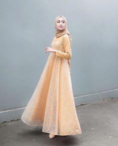 Model Dress brukat untuk lebaran 2020 – ND Hijab Prom Dress, Dress Brukat, Hijab Gown, Muslimah Wedding Dress, Hijab Style Dress, Batik Dress, Dress Muslimah, Wedding Dresses, Dress Brokat Muslim