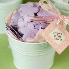 This flower-shaped plantable confetti favor is made of biodegradable paper embedded with wildflowers seeds. Eco-friendly, this flower confetti is a wonderful alternative to reduce your wedding carbon foot print.