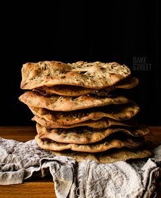 Variety of flat bread made with rye and flavored with fennel, aniseed or caraway seeds. Swedish Bread, Edible Insects, Caraway Seeds, Swedish Recipes, Wrap Sandwiches, World Recipes, How To Make Bread, Bread Baking, I Love Food