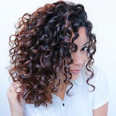 Stunning 40+ Amazing Curly Bob Hairstyle That Will Make You More Confident https://www.tukuoke.com/40-amazing-curly-bob-hairstyle-that-will-make-you-more-confident-10747 #curlyhairstyles