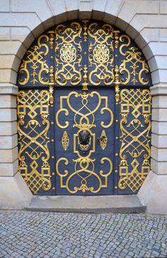 Elaborate Doorway in building in Bautzen. Cool Doors, The Doors, Unique Doors, Windows And Doors, Grand Entrance, Entrance Doors, Doorway, Porte Cochere, Door Knockers