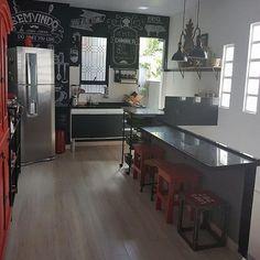 Um deposito que se transformou em uma linda cozinha  . . . . #casa #cozinha #designdeinteriores #decoração #decoraçãocriativa #paredelousa #blackboard #design #kitchendesign #kitchen  #kitchendecor #myplace #myhome #industrial #vintage #instahome #instadecor #decor #decora #homedesign #homesweethome #interior2you #interiordesign #lovedecor #loft #apartamento #apto #diariodereforma #retro