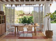 Murs Beiges, Am Pm, Terrace, Bring It On, Dining Room, Chandelier, Curtains, Places, Design