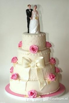 3426. Lilo Cool Wedding Cakes, Cute Cakes, Chocolate Cake, Desserts, Oreos, Food, Pink, Wedding Gown Cakes, Amazing Cakes