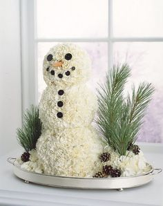 Carnation snowman. Clever centerpiece This would make a cute cake too.