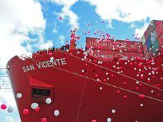 Suelta de 1000 globos  Bautismo de un buque de la compañía Hamburg sud.