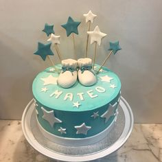Tarta buttercream estrellitas y patucos. Cupcakes, Baby Shower, Birthday Cake, Desserts, Food, Fondant Cakes, Lolly Cake, Candy Stations, One Year Birthday