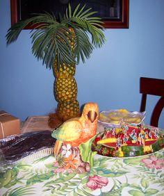 Tropical fruit display buffet table fruta barras de for Piscina koala cumpleanos