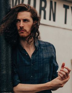 Hozier sings my soul 💛 Pretty People, Beautiful People, Beautiful Things, Liverpool, Patty Griffin, Sirius Black, Celebs, Celebrities, Attractive Men