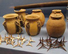 Fire- and lime pots and caltrops of the 16th century. Kunstsammlungen der Veste Coburg, Bavaria, Germany.