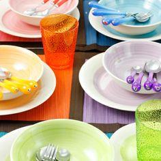 Servizio di piatti Pastello (18 pz).  La tavola si tinge dei colori della primavera con i servizi Villa d'Este. Azzurro, verde, rosa, viola, giallo... crea il tuo servizio mescolando insieme tinte diverse. http://www.shoppable.it/shopping/l-allegria-del-colore.html