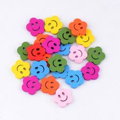10 unids flores mixtas cara sonriente 2 agujeros de madera botones pintura de costura scrapbooking 18x18mm para diy decorativo artesanía accesorios