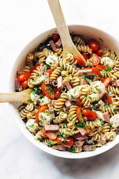 Best Easy Italian Pasta Salad - with pasta, tomatoes, fresh mozzarella, spicy salami, parsley, olives, and easy Italian dressing. Super versatile to what you have on hand! | pinchofyum.com