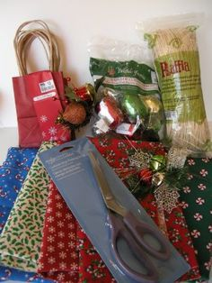 Gift Giving Mixes : Chocolate Gravy - Receitas Pratos Chocolate Gravy, Chocolate Recipes, Small Gift Bags, Small Gifts, Corelle Bowls, Pint Mason Jars, Christmas Fabric, Unsweetened Cocoa, Happy Family