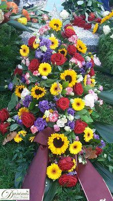 Letzter Blumengruß. Sarg-/Grabgesteck Floral Wreath, Wreaths, Flowers, Decor, All Saints Day, Casket, Floral Crown, Decoration, Door Wreaths