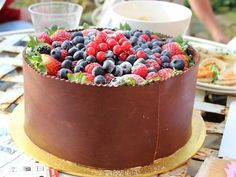 Berries, Chocolate and Cake. Chocolate Fruit Cake, Pie Cake, Pastry Cake, 21st Birthday, Birthday Cake, Fabulous Foods, Macaroons, Let Them Eat Cake, Sweet Tooth