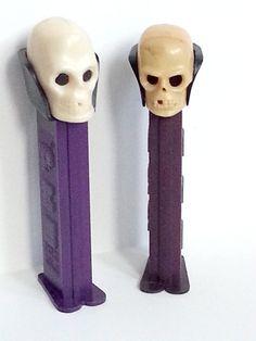 Deux têtes de crâne crâne tête Pez distributeurs par FunkyMonkeyVtg