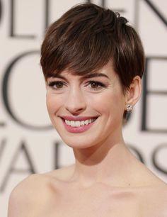 Anne Hathaway at Golden Globes 2013: Effortless Hair   ELLE UK