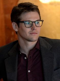 Fan agree...they love when Zach Roerig wears his glasses!!!