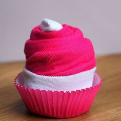 If you want to make the cutest little baby shower gift, then you have got to make these little Cupcake Onesies! I can't get over how adorable they are. You can make them for girls or boys with whatever onesies you can find. It's a really adorable gift that won't break the bank. No new parent can ...