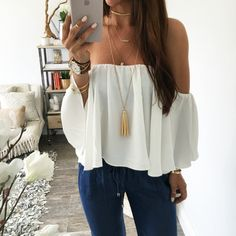 summer outfits White Off The Shoulder Top + Denim (Top Moda Invierno) Mode Outfits, Casual Outfits, Fashion Outfits, School Looks, Mode Style, Look Fashion, Street Fashion, Daily Fashion, Passion For Fashion