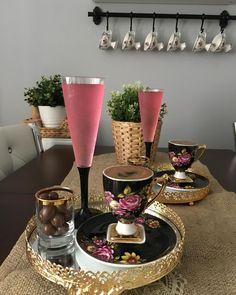 Este posibil ca imaginea să conţină: masă şi interior Coffee Cafe, V60 Coffee, Coffee Drinks, Coffee Break, Morning Coffee, Breakfast Platter, Ikea Pax Wardrobe, Coffee Images, Turkish Coffee