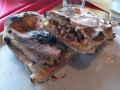 O' panuozzo  mozzarella,  pomodoro e salsiccia! #panuozzo #pizza