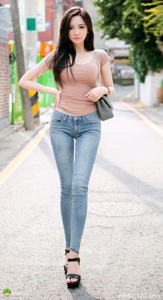 Enjoy nice body of Asian girls - Bluedeals Sexy Jeans, Skinny Jeans, Denim Jeans, Fashion Pants, Girl Fashion, Sport Fashion, Fashion Tips, Stylish Girl Pic, Cute Asian Girls