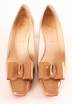 Instant elegance. Perfect with basically any outfit. Tan Patent Leather Heeled Loafers Flats / Christian Louboutin
