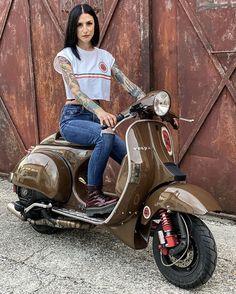 Piaggio Vespa, Vespa Lambretta, Motor Scooters, Vespa Scooters, Motorcycle Style, Biker Style, Lml Vespa, Vespa Px 150, Motorcycle Girls