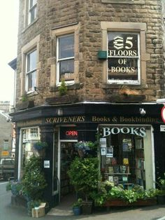 19 Magical Bookshops Every Book Lover Must Visit Scrivener's Books, Buxton – With five floors of books, this is a bibliophile's dream. And what's more, there are cosy sofas, and tea-making facilities. Old Books, Books To Read, Open Book, Library Books, Reading Books, Book Nooks, Bibliophile, Oh The Places You'll Go, Belle Photo