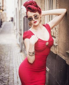 Stop Staring! Billion Dollar Baby Dress in Red - Stop Staring! Pin Up Dresses, Fashion Dresses, Pin Up Retro, Stop Staring Dresses, Best Stretches, Vintage Style Dresses, Baby Dress, Vintage Fashion, Bodycon Dress