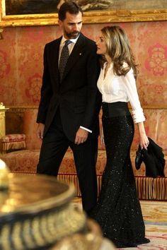 Spain's Prince Felipe & Princess Letizia in a beautiful evening skirt! I love the simple elegance