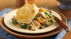 Slow-Cooker Biscuit Chicken Pot Pie (Cooking for Flip on the slow cooker for an easy chicken stew with fresh and frozen vegetables, then top with refrigerated flaky biscuits baked golden brown. Slow Cooker Huhn, Slow Cooker Recipes, Crockpot Recipes, Cooking Recipes, Chicken Recipes, Chicken Meals, Copycat Recipes, Recipe Chicken, Vegetarian Chicken