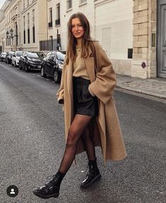 53 looks de inverno estilosos para testar esta temporada 53 stylish winter looks to try this season friend! Mode Outfits, Trendy Outfits, Classy Outfits, Chic Outfits, Black Outfits, Fashionable Outfits, Moda Fashion, Womens Fashion, Fashion Trends