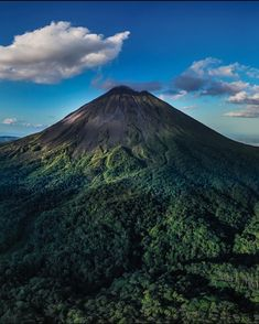 Arenal Volcano the sleeping giant of the beautiful La Fortuna area is slowly giving in to the trees and forest around it. Arenal Volcanovia @mario_murillo_cr #CostaRicaExperts#CostaRica#puravida#travelcostarica#crfanphotos#costaricaphoto#costaricagram#costaricapuravida Costa Rica Travel, Volcano, Vacation Trips, Mario, Trees, Beautiful, Pura Vida, Tree Structure, Volcanoes