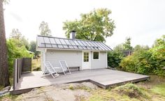 Sauna building brings country side to the city with a lovely sun deck