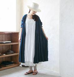 「nest Robe」にある商品のほとんどは、昭和25年創業の国内自社工場でひとつひとつ手をかけて丁寧につくられており、本来ある日本のものづくりの精神として受け継がれています。