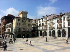 Plaza de España - Place de la Mairie, Castro-Urdiales - Cantabrie (Espagne)