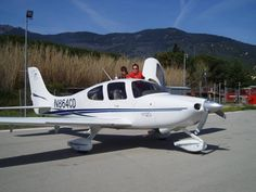 2002 Cirrus SR20 => http://www.airplanemart.com/aircraft-for-sale/Single-Engine-Piston/2002-Cirrus-SR20/8640/