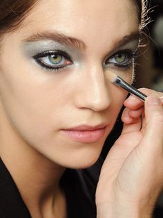 Platinum eyes at Chanel spring 2013- hooded eye but is this a wearable look??
