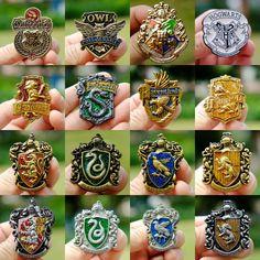 Harry Potter Hogwarts Gryffindor Slytherin Metal Badge Pin Brooch Chest - I'm a gryffindor Colar Harry Potter, Bijoux Harry Potter, Objet Harry Potter, Magia Harry Potter, Mode Harry Potter, Harry Potter Accessories, Arte Do Harry Potter, Harry Potter Style, Harry Potter Outfits